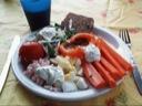 Æg og rejer, fine ærter og gulerødder