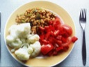 Hvide bønner, grøn  &  rød peber, blomkål og tomat